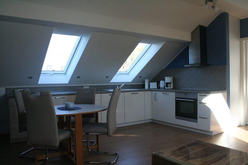 Küche und Essbereich / Kitchen and dining area